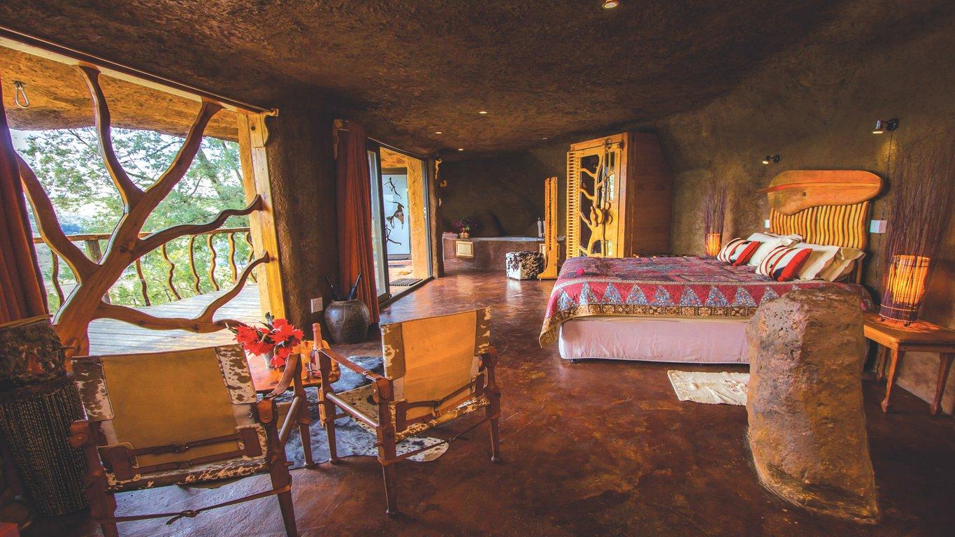 Antbear Lodge luxury cave